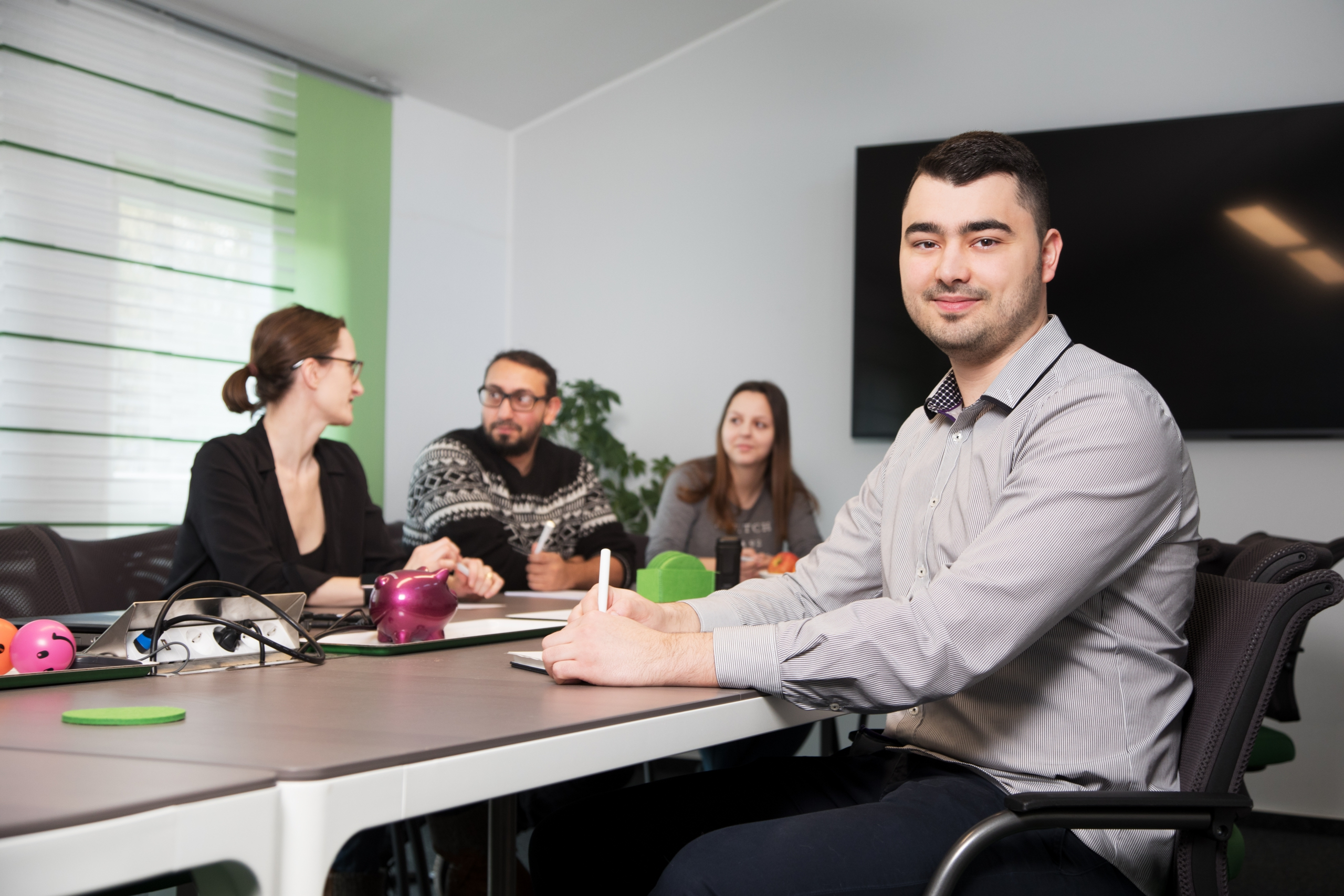 Maksim – im Konferenzraum